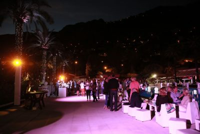 Incentive travel event at hotel pool bar 4