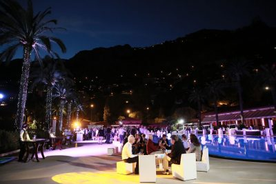 Incentive travel event at hotel pool bar 3